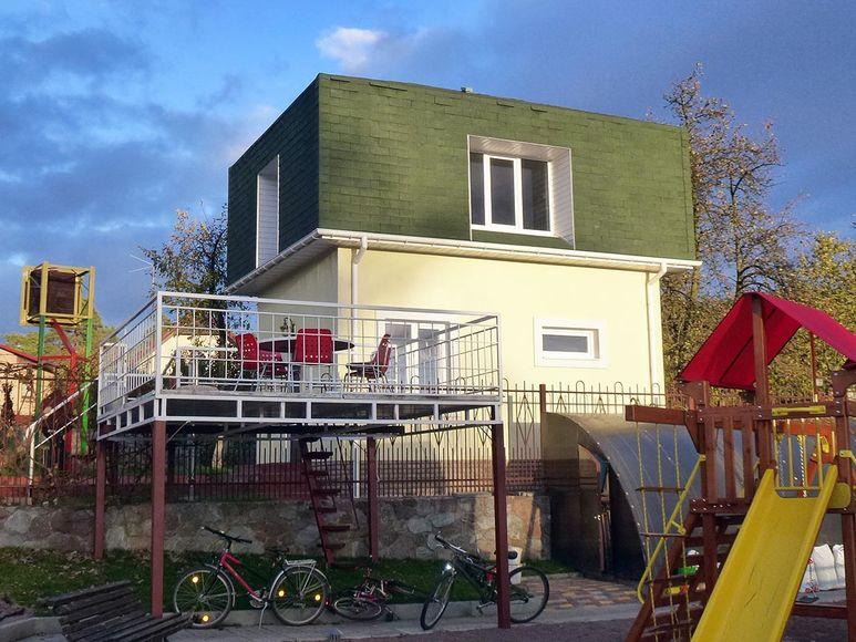 Banja als Nebenhaus im Garten