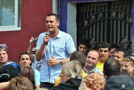 Eugen Cismăneanțu spricht zur Bevölkerung