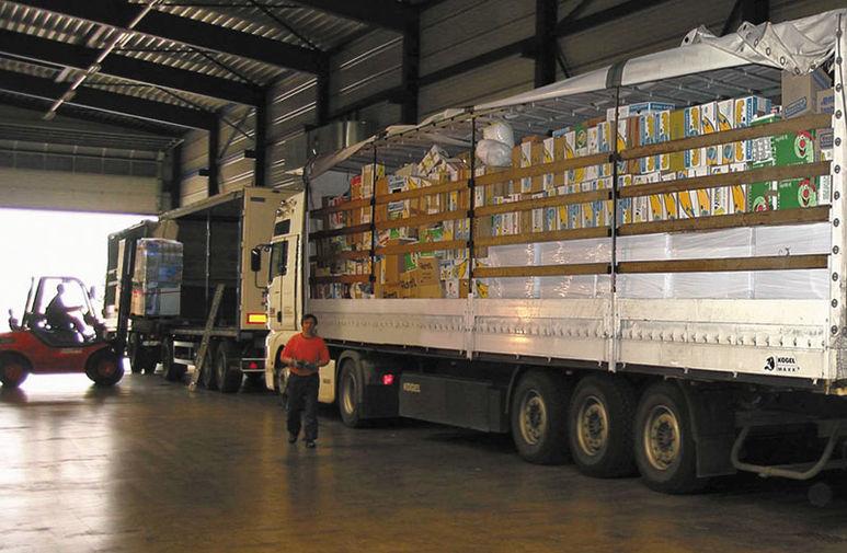 Neuer Lastenzug voller Hilfsgüter