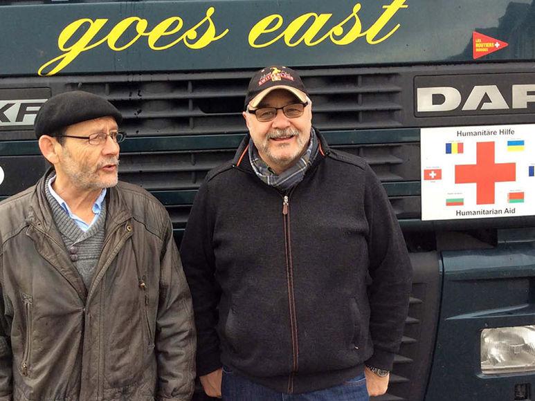 Christoph Oser und Rolf Häfeli (rechts) vor dem Lastwagen