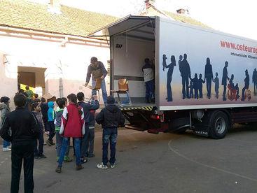 Lastwagen mit Hilfsgütern