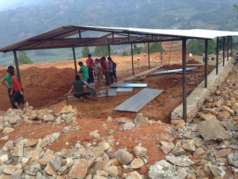 1. Stahlgerüst für den Wiederaufbau der Schule