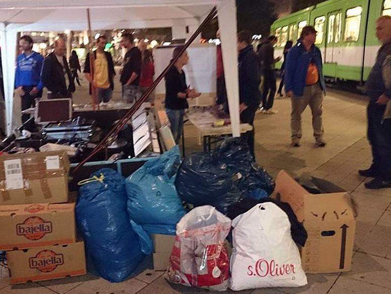 Säcke und Schachteln voller Hilfsgüter