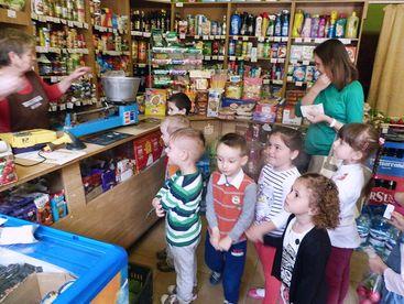 Kinder im Dorfladen