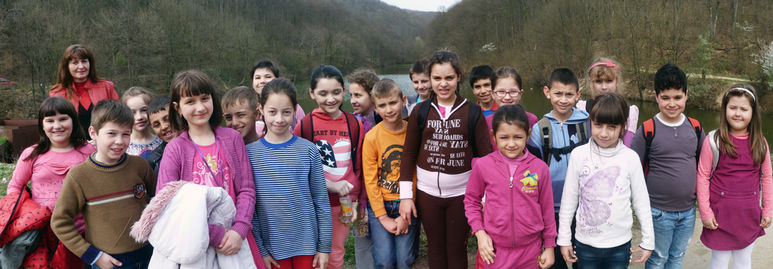 Kinder bei einem gemeinsamen Auslflug