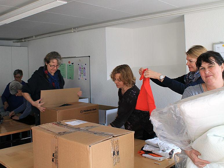 Brigitte Wiget mit ihren Helferinnen