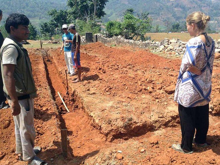 Beim Aufbau von Grundmauern