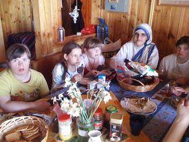 Kinder im Heim beim Esse