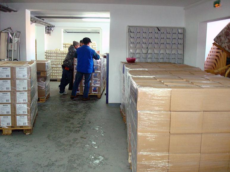 Lagerraum mit Hilfsgüterpaketen