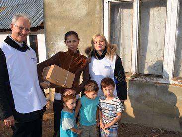 P. Rolf-Philipp Schönenberger mit Betreuerin bei einer Familie