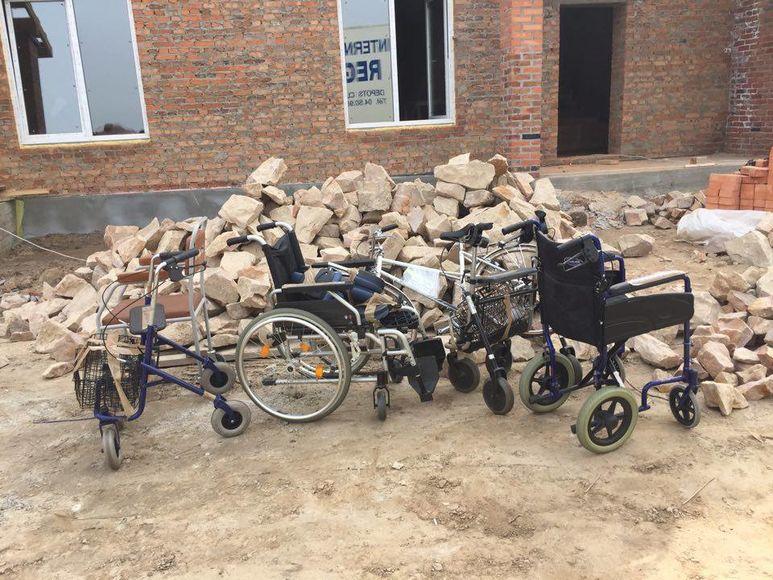 Gehhilfen und Rollstühle
