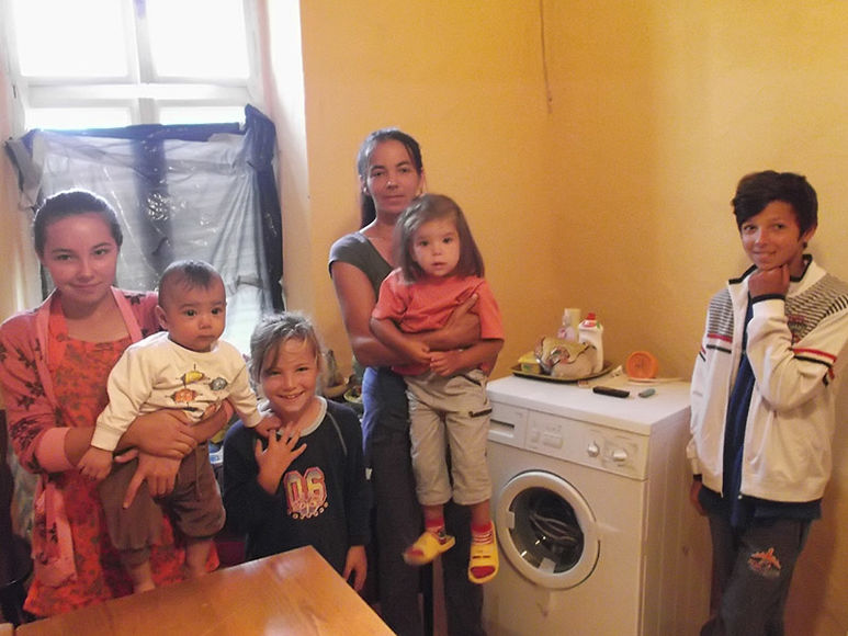 Mutter Maricica mit Ihren fünf Kindern