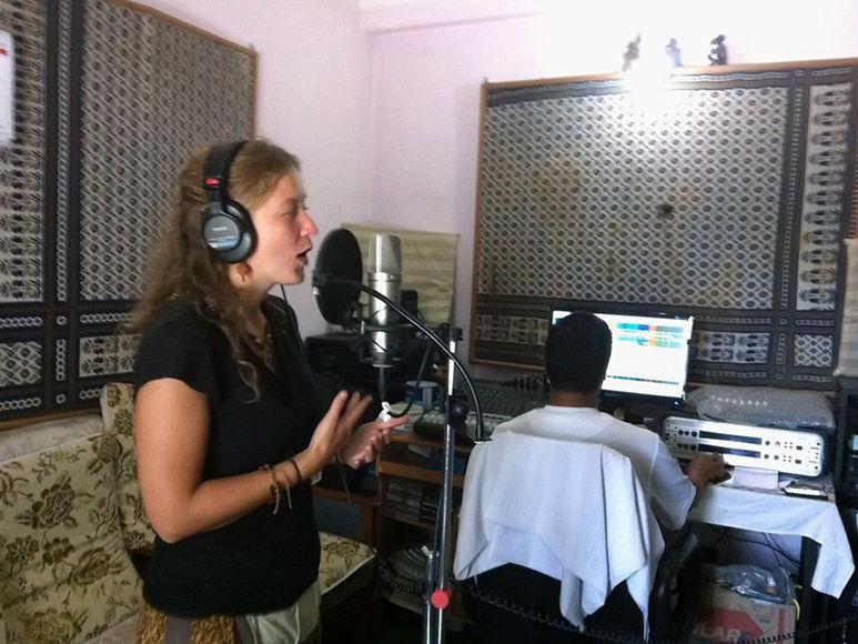 Germaid Ponge beim produzieren eines Songs