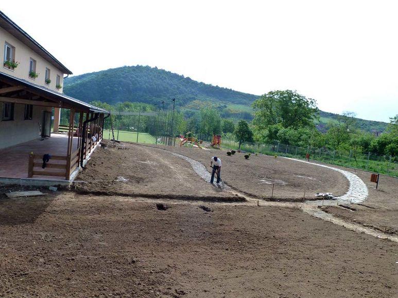 Gartenarbeiten am Aussenplatz