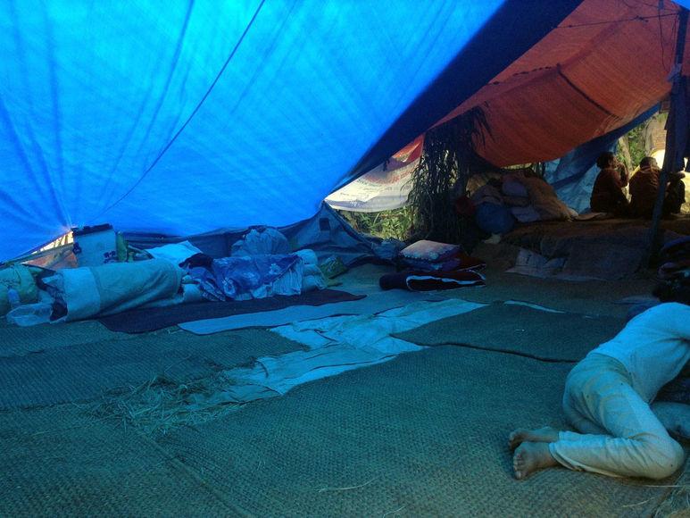 Zelte werden aufgestgellt