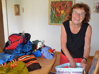 Lydia Grod beim verpacken von Hilfsgüter