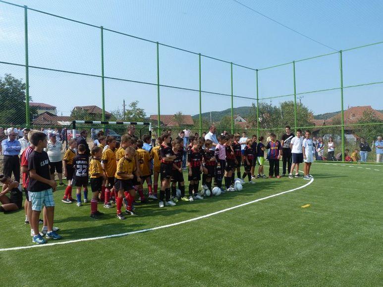 Fussballmannschaften auf dem Sportplatz