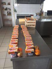 Zum Verpacken bereitsgestellte Nahrungsmittel für die Lunchpakete