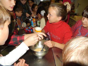 Kinder beim Kochen