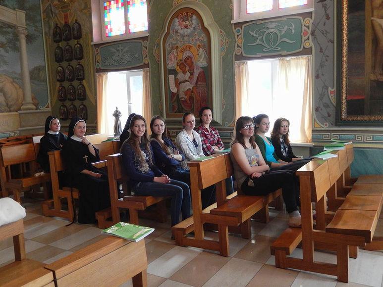 Mädchengruppe im Dom Marii