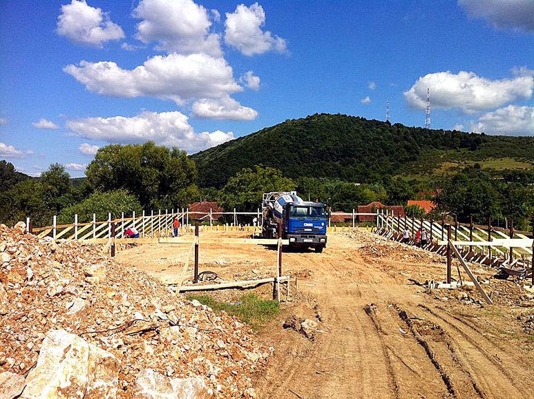 Spiel- und Sportplatz im Bau