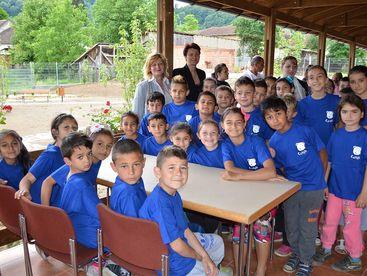 Kinder im Sportpavillon