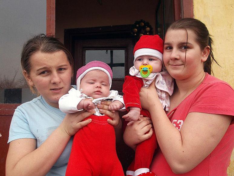 Amalia und Romina mit ihren Kinder