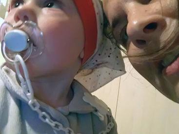 Kleinkind mit Schnuller