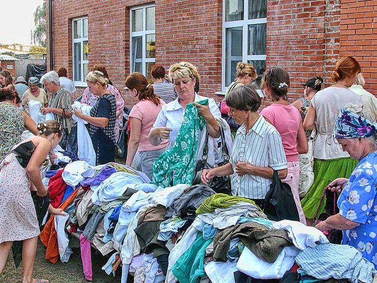 Kleiderabgabe an Bedürftige Menschen