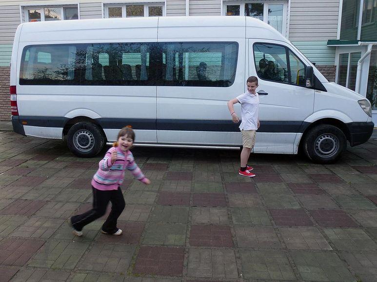 Bus, mit dem die Kinder auch Ausflüge in die nähere Umgebung machen können