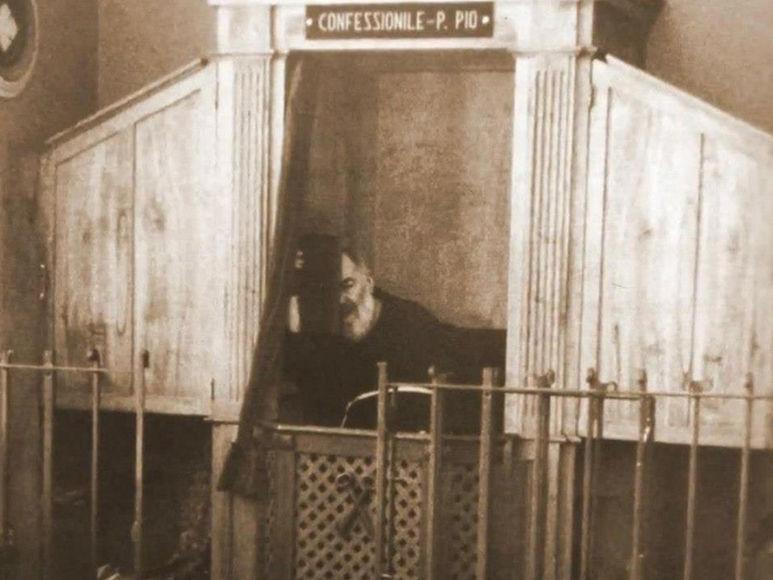 P. Pio im Beichstuhl