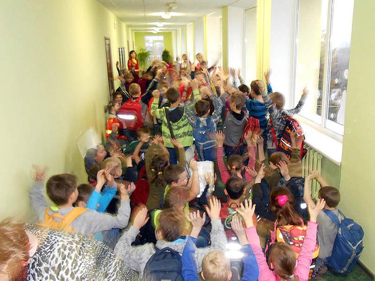 Schulkinder freuen sich