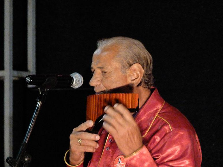 Gheorghe Zamfir spielt Panflöte