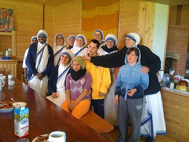 Mutter Teresa mit Schwestern