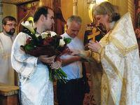 P. Rolf Schönenberger zu Besuch in einer Kirche