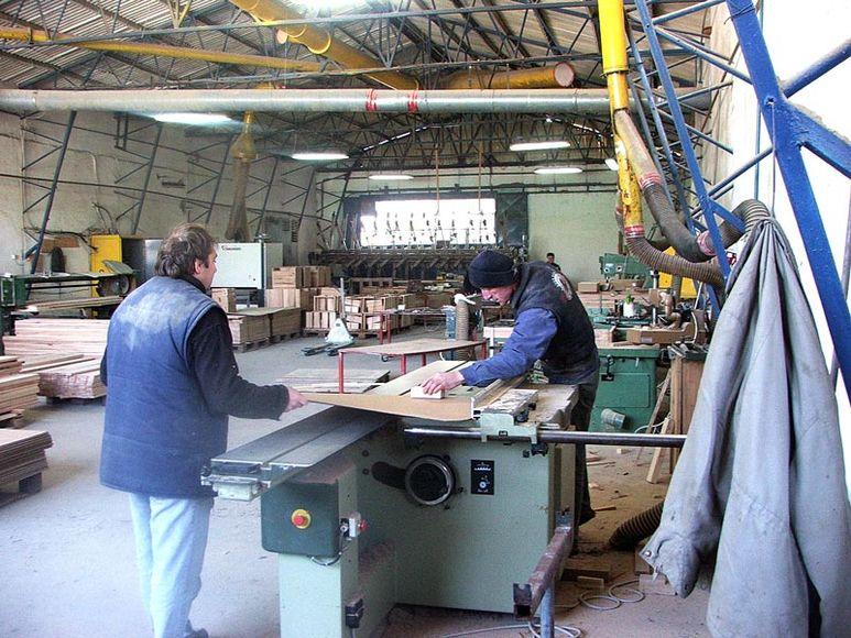 Werkhalle des Holzverarbeitungsbetriebes