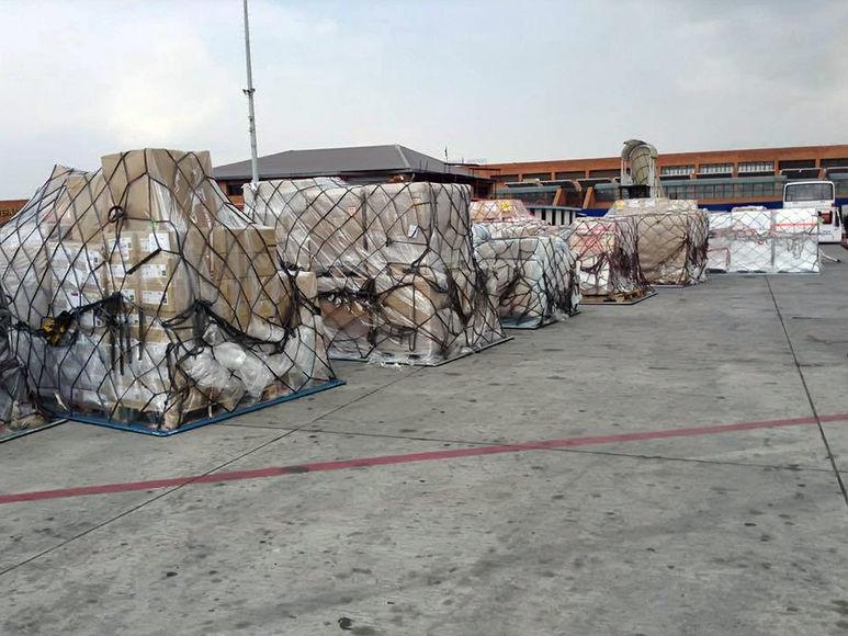 Hilfsgüter warten auf den Weitertransport