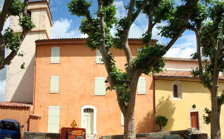 Pfarrhaus und Kirche in Bras