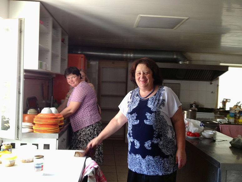 Frauen bei der Küchenarbeit
