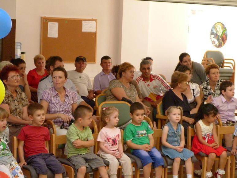 Publikum bestehend aus Betreuer, Eltern und Kinder