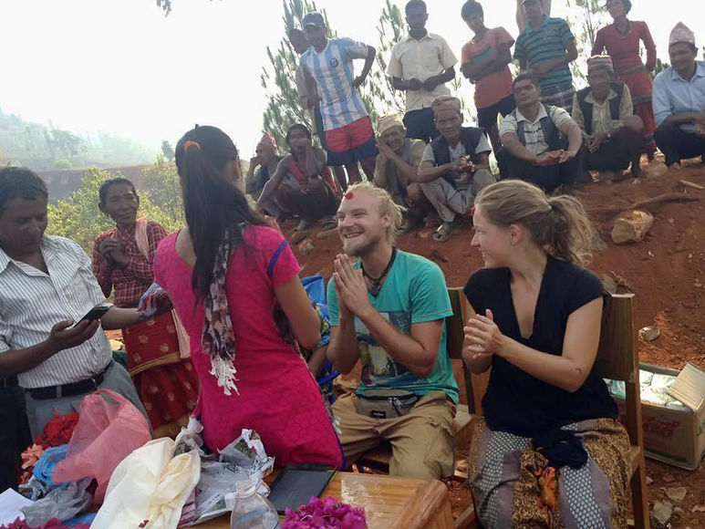 Abschiednehmen von den Bewohnern in Kathmandu