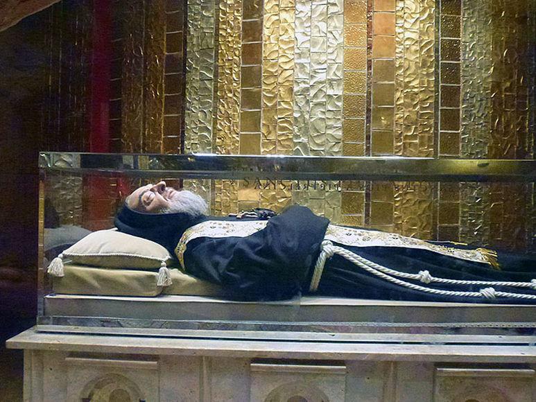 Die Krypta mit der Grabstätte von P. Pio