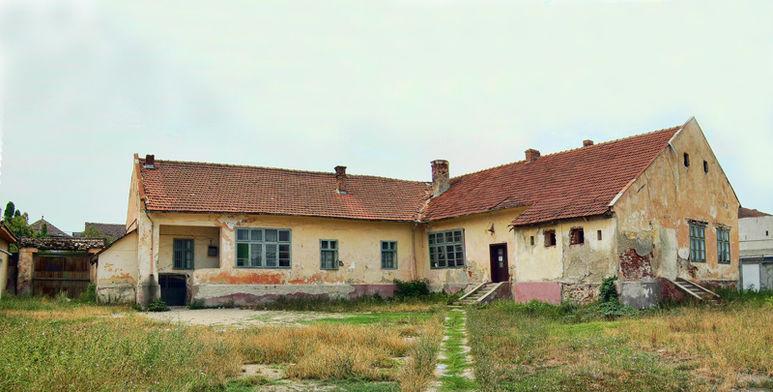 Sanierungsbedürftiges Schulhaus