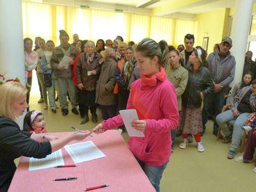 Frau beim Registrieren