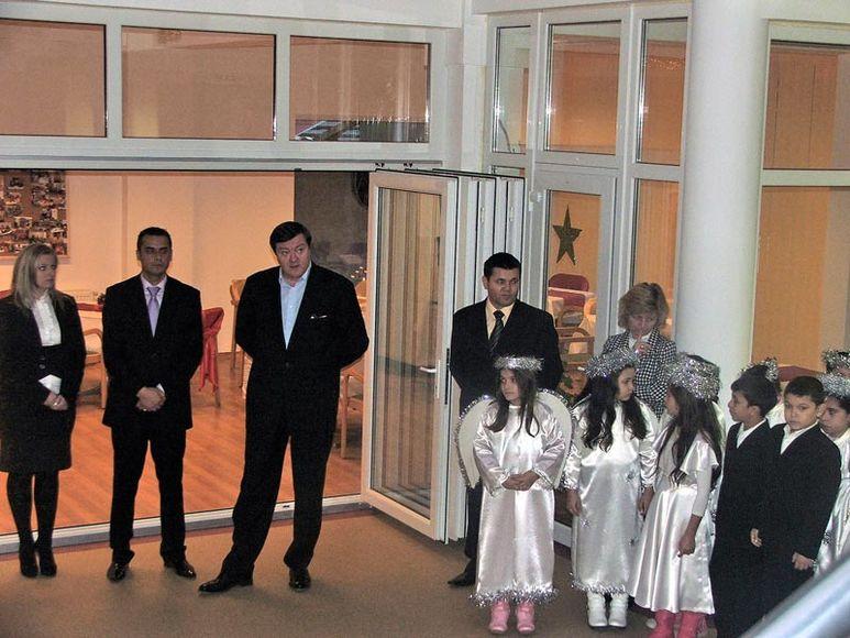 Regierungspräsident mit Repräsentanten zu Besuch im Kinderzentrum