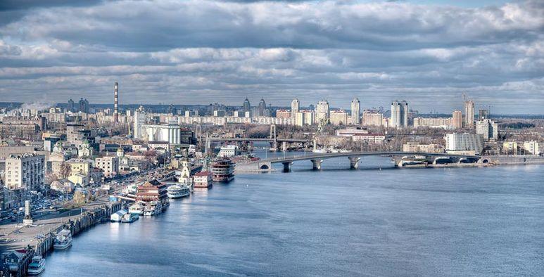 Sicht über Kiew mit dem Fluss Dnjepr