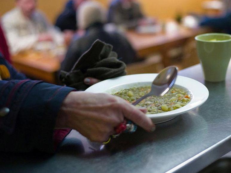 Ein Teller voll Suppe