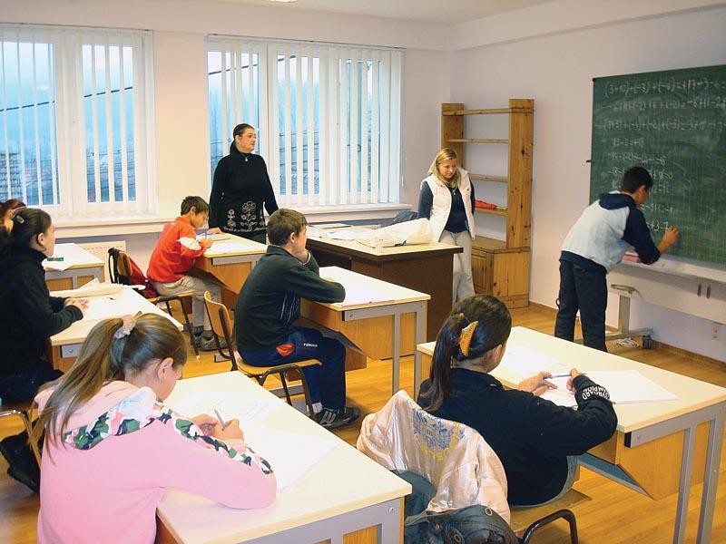 Kinder beim Schulunterricht