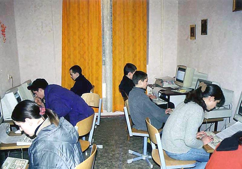 Jugendliche beim Studium